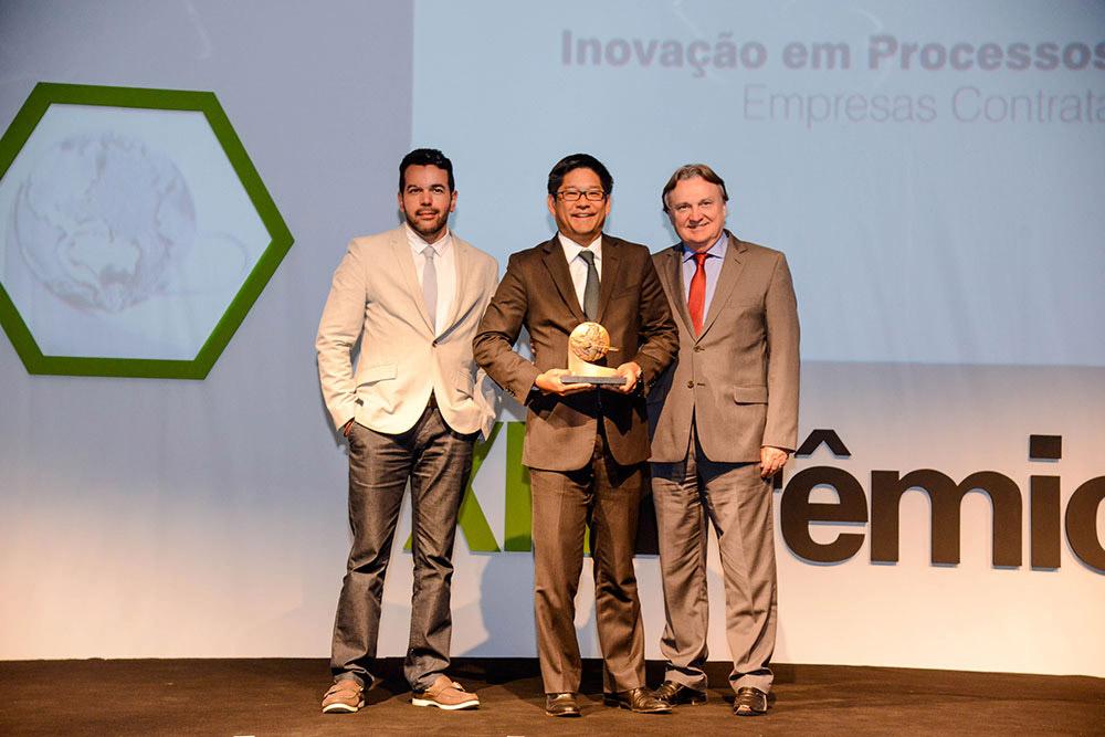 CEO da eCRM123 entrega prêmio a vencedores do XIV Prêmio ABT